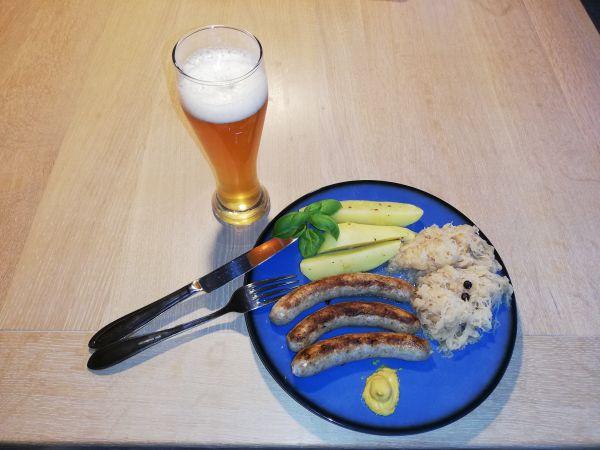 Hirsch Bratwürstl mit Sauerkraut und Salzkartoffeln (4 Personen)